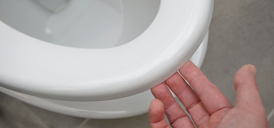 Man lifting toilet seat