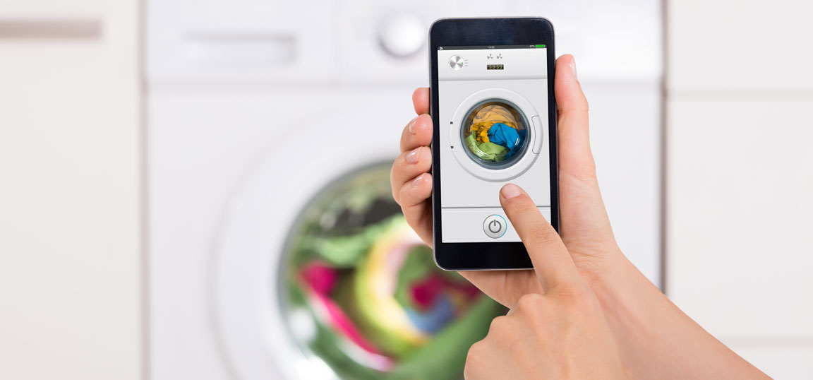 Washing machine controlled by smart phone