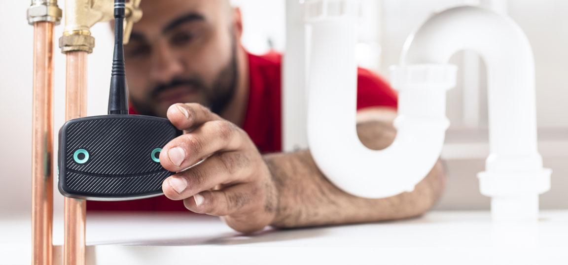 Man installing Leakbot