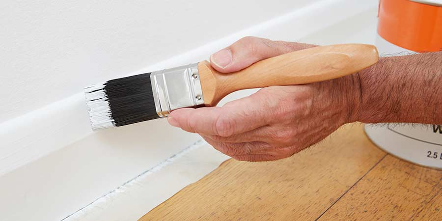 paint skirting board